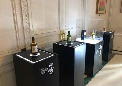 exposicion-botellas-whisky-japones-Suntury